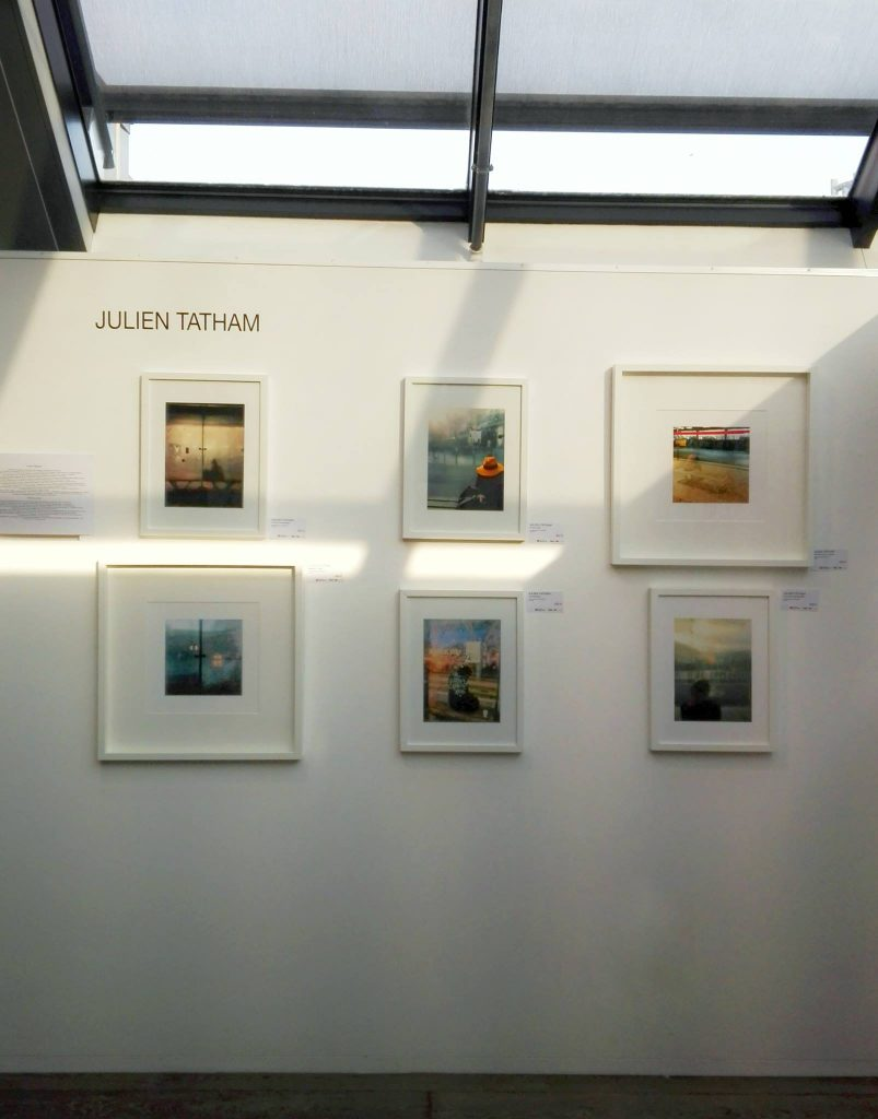 Photographies de Julien Tatham à l'exposition We are artists à Bruxelles